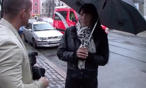 Vest-pocket-sized wird auf der Strasse angesprochen und fuer Caponize gefickt